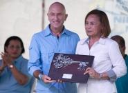 ISA Vice President Alan Atkins and Mayor of Granada Julia Mena. Credit: ISA/Michael Tweddle