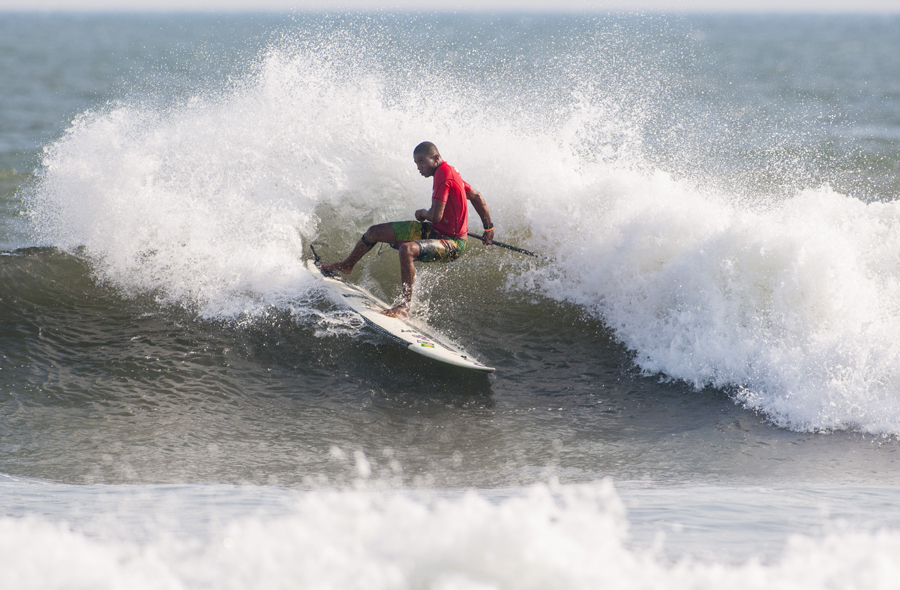 Carlos Bahia de Brasil fue uno de los destacados del día, quien intenta llegar a la Gran Final mediante las Rondas de Repechaje de este Martes. Foto: ISA/Rommel Gonzales