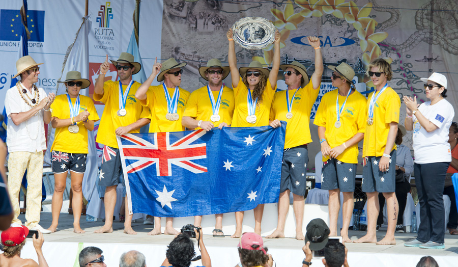 ISA President Fernando Aguerre (far left) and Minister of Tourism Mayra Salinas (far right) present Team Australia with the 2014 ISA SUP and Paddleboard Championship Team Gold Medal and World Team Champion Plate. Photo: ISA/Michael Tweddle