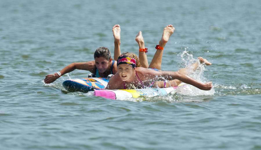 2012 and 2013 ISA WSUPPC Gold Medalist, Jordan Mercer (AUS), and Spain's Itziar Abascal Rivero. Photo: ISA/Michael Tweddle