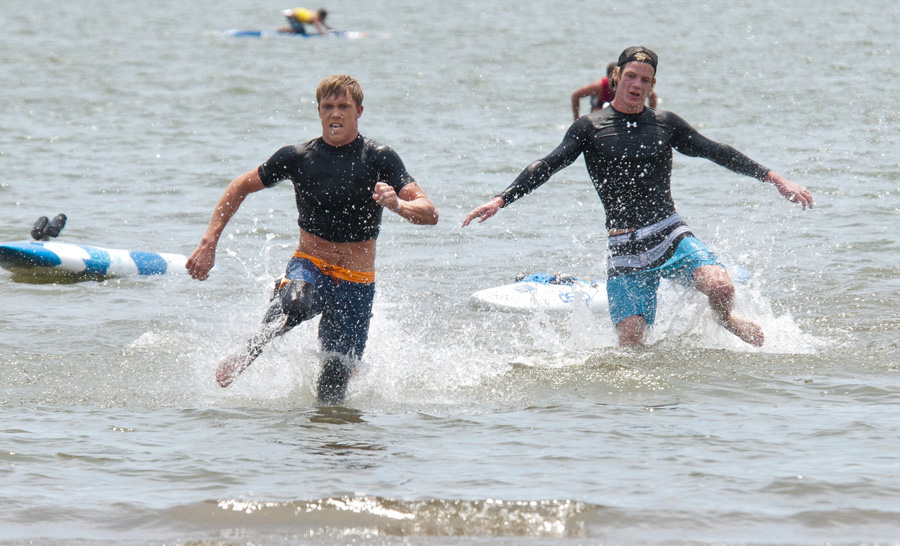 Rhys Burrows (AUS) and Sam Shergold (NZL) sprinting to the final. Photo: ISA/Michael Tweddle